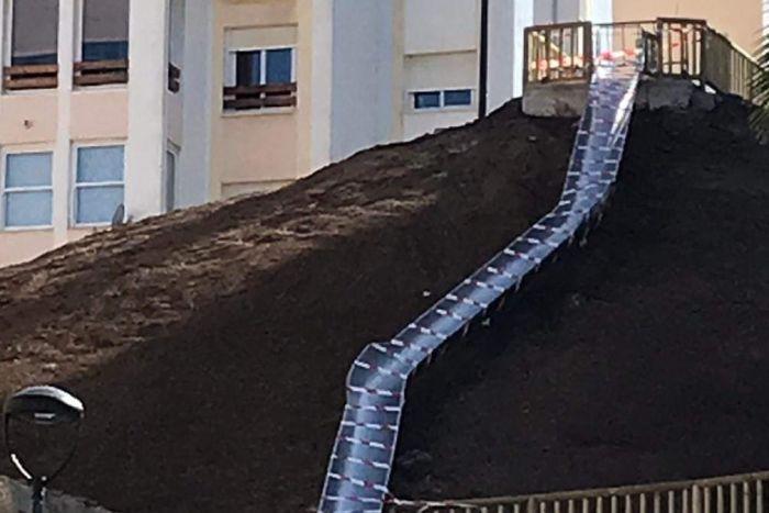 西班牙地方設計滑梯 搞到市民撻生魚 最後要封閉?