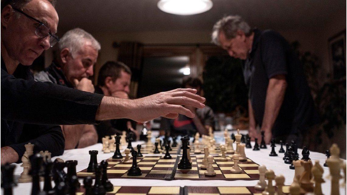 阿根廷打福克蘭飛機 打到去國際象棋賽?