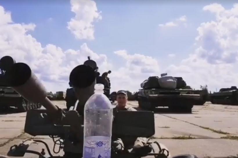 開膠樽水挑戰 去到烏克蘭玩到防空炮?