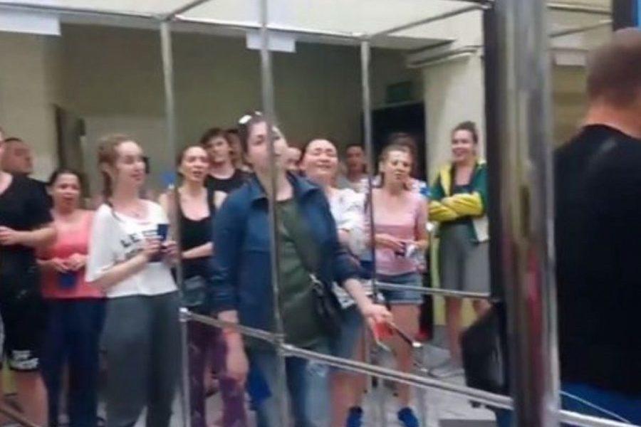 烏克蘭歌劇院合唱團被邊境警員質疑 邊唱邊入境