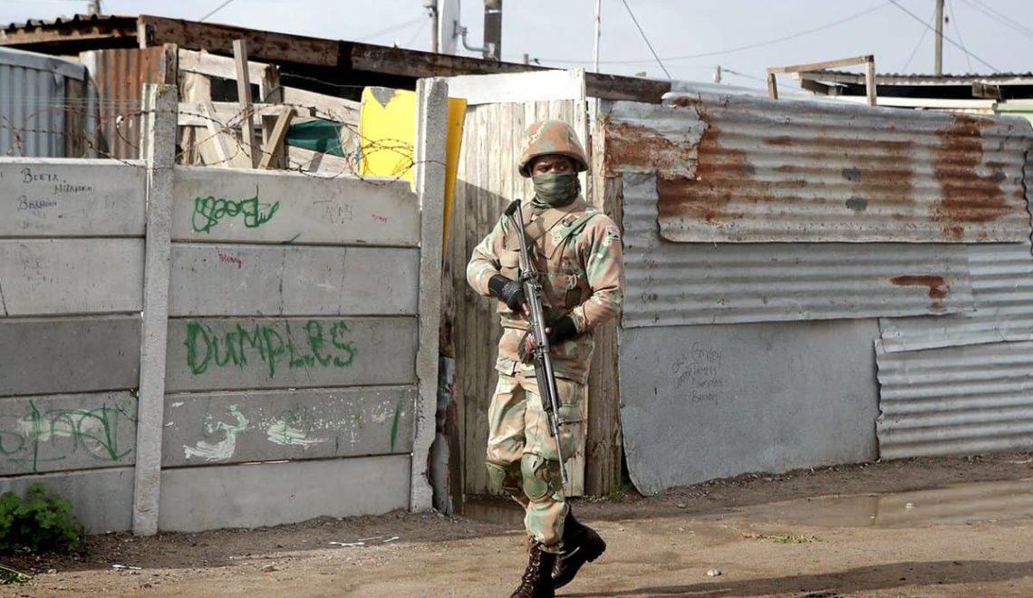 南非市民喜迎軍隊入城清理黑幫