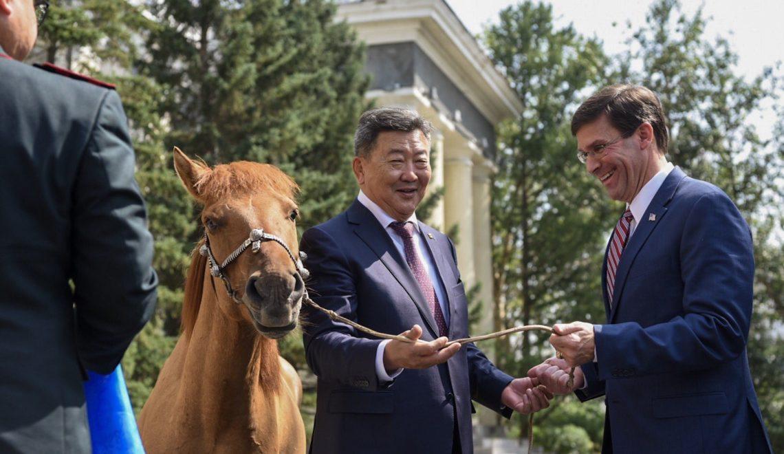 美帝國防部長訪問蒙古 返國前發現一個大問題