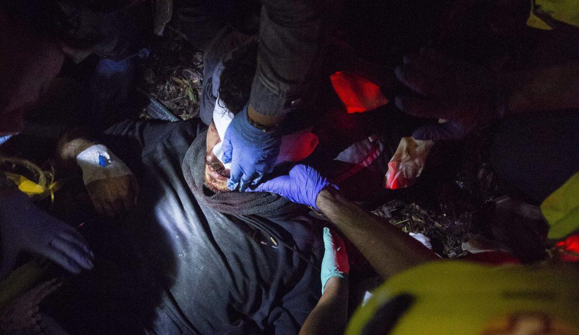 西班牙警察 發射橡膠彈驅散巴塞機場示威者 射爆22歲男子眼球