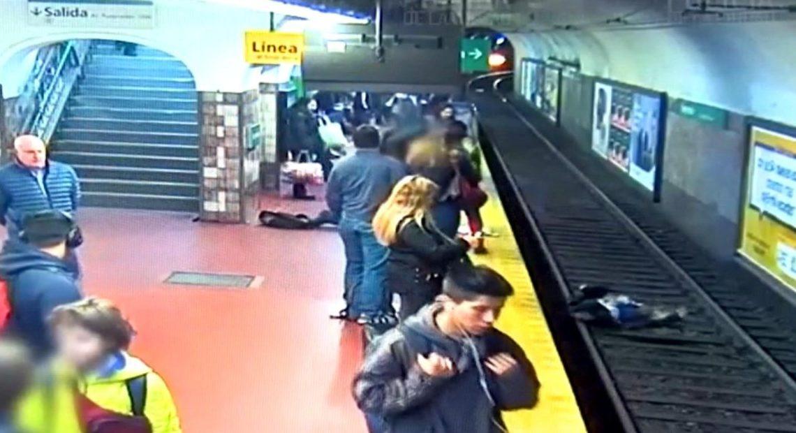阿根廷京地鐵站發生驚險意外