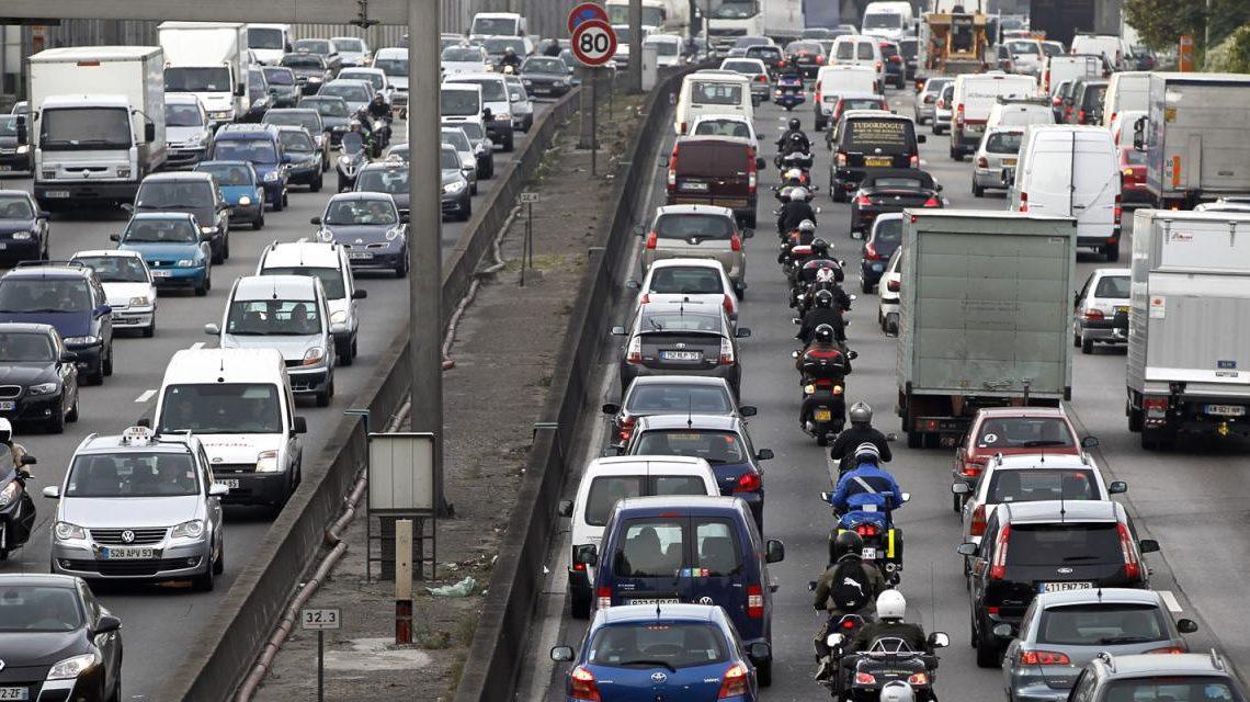 大罷工交通不確定 人人揸車搞到巴黎車龍長達600公里