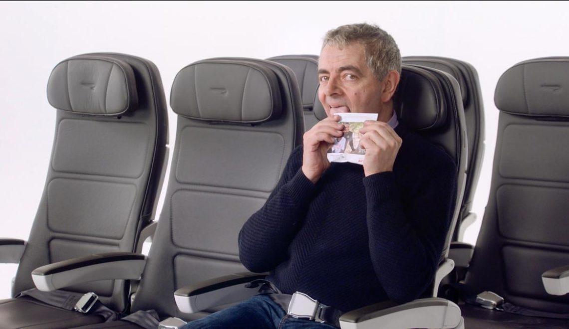 乘客疏散被揭發帶行李 專家質疑英航搞笑安全指示影片「玩出火」