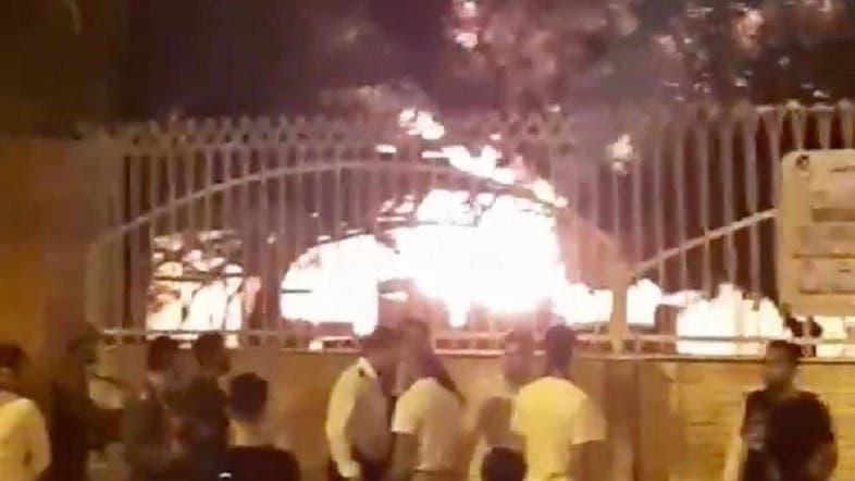 懷疑診所有武漢肺炎病人 伊朗民眾就咁放火燒