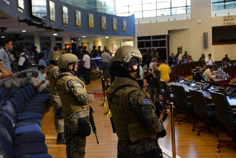 中美洲國家軍隊衝入國會要求加經費