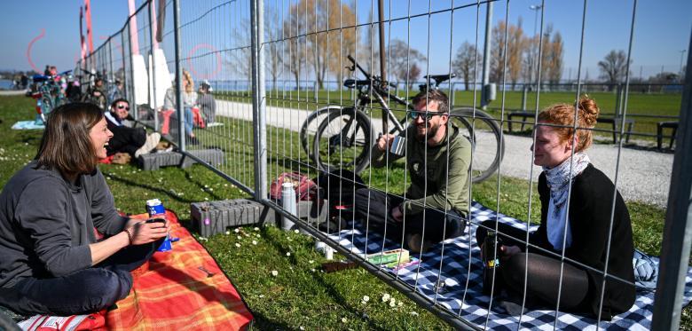 德瑞邊境有漏洞 市民竟然跨境野餐