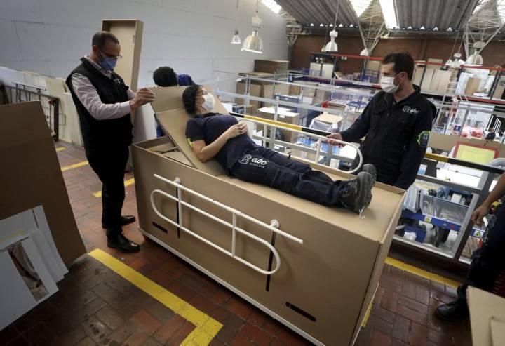 哥倫比亞公司發明棺材床 應對武漢肺炎