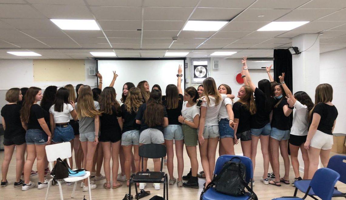 以色列女生受辱 全區同學著短裙抗議