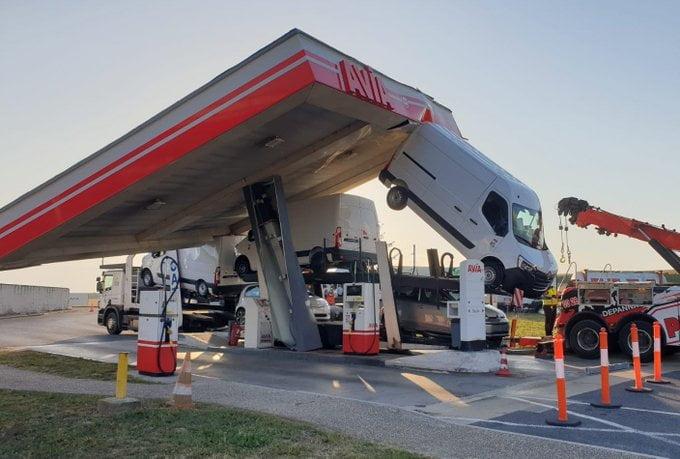 法國離奇車禍 貨車撞入油站變支撐?