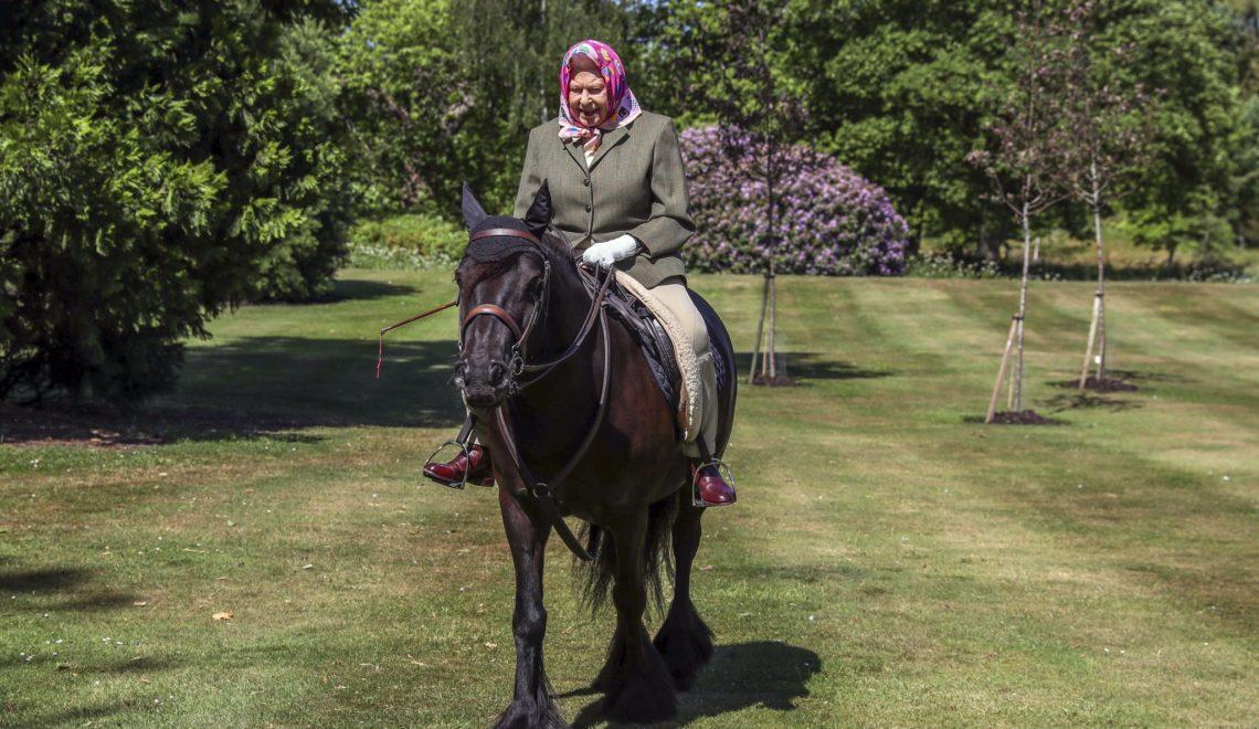 事頭婆久未露面 最新推出騎馬照