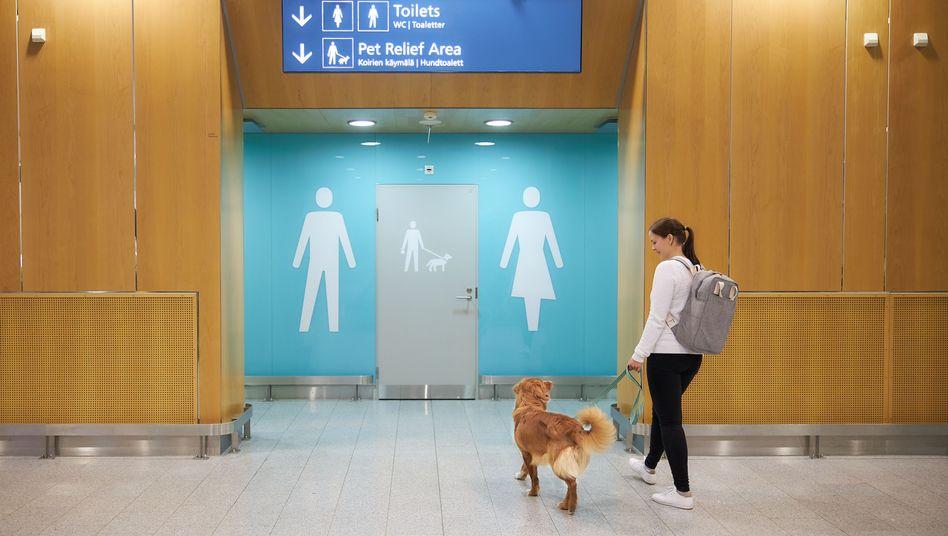 芬蘭首都機場設人寵物共用廁所