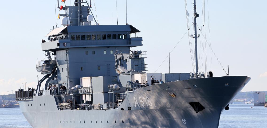 德軍補給艦 北約演習跪低 需拖返港口