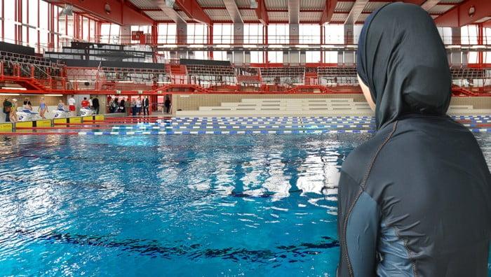 布堅尼女子同裸女係維也納泳池爭吵