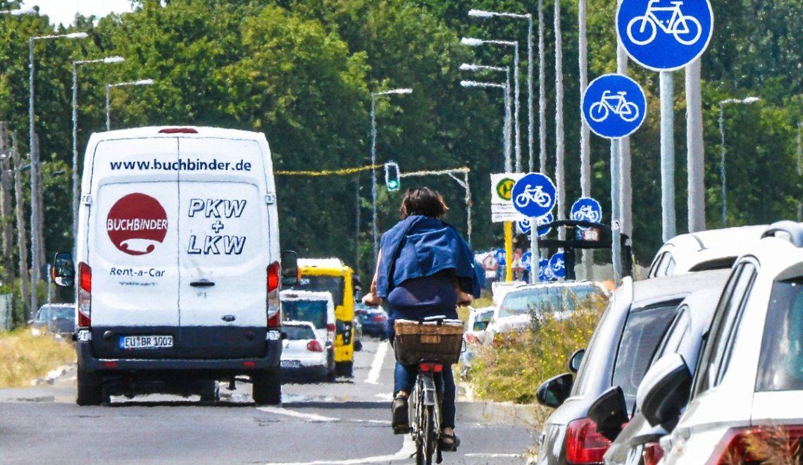 柏林班膠出現標誌叢林 500米22個單車徑指示牌
