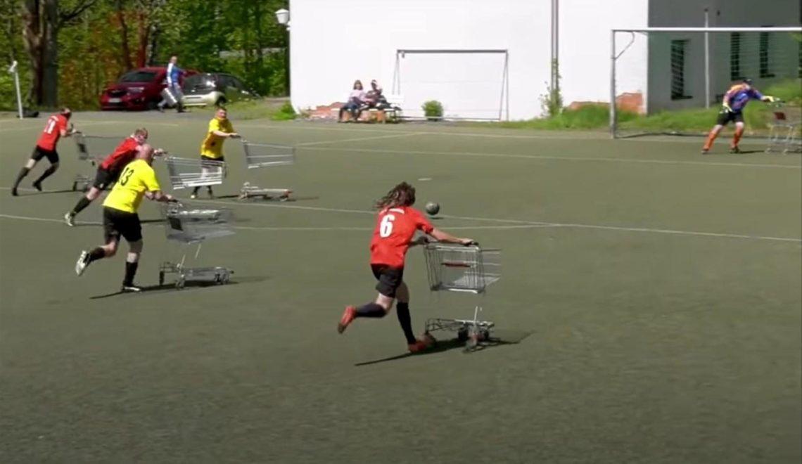社交距離之下 超級市場手推車足球可以繼續