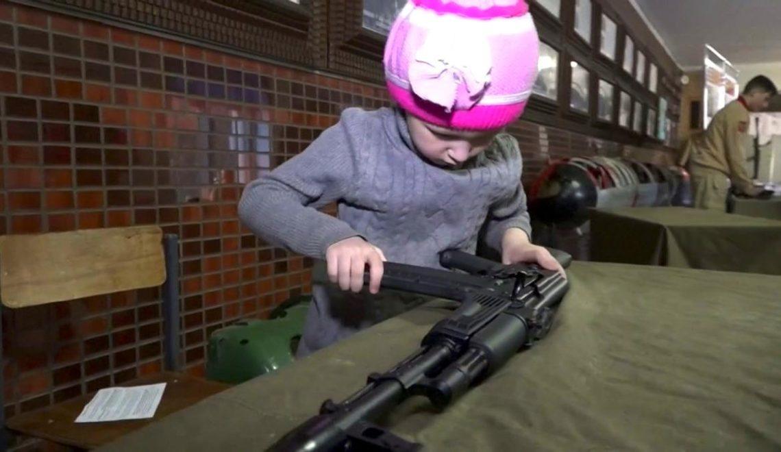 戰鬥民族幼稚園就要學砌AK 47?