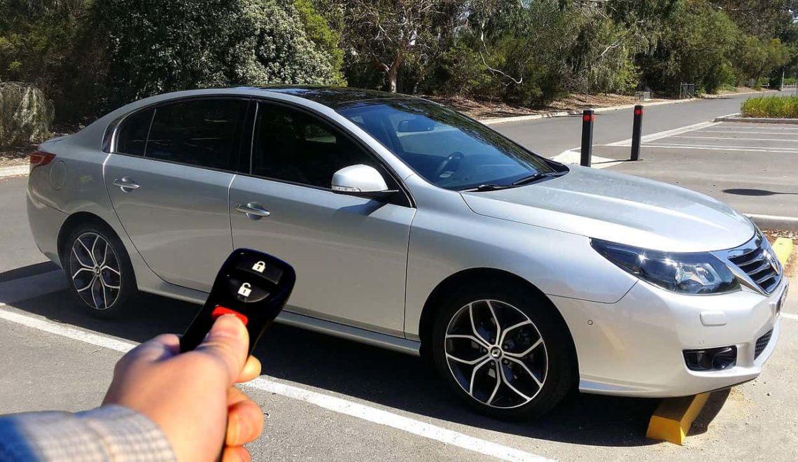英偷車賊 被遙控車匙反鎖車內