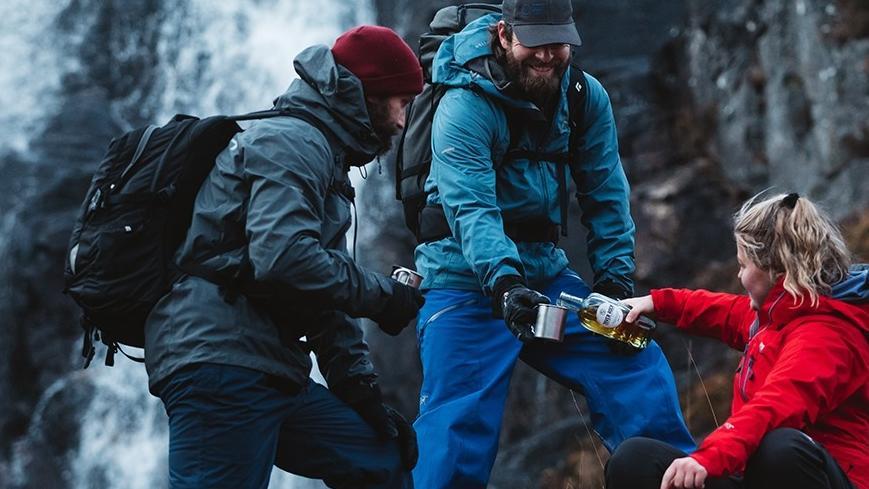 蘇格蘭威士忌廣告 被指鼓勵爬山後飲酒危險而被下架