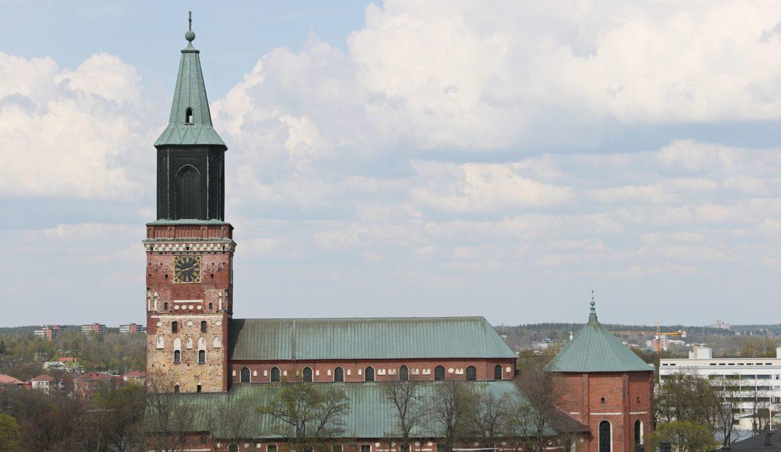 芬蘭大教堂鐘聲嘈成晚 人都癲