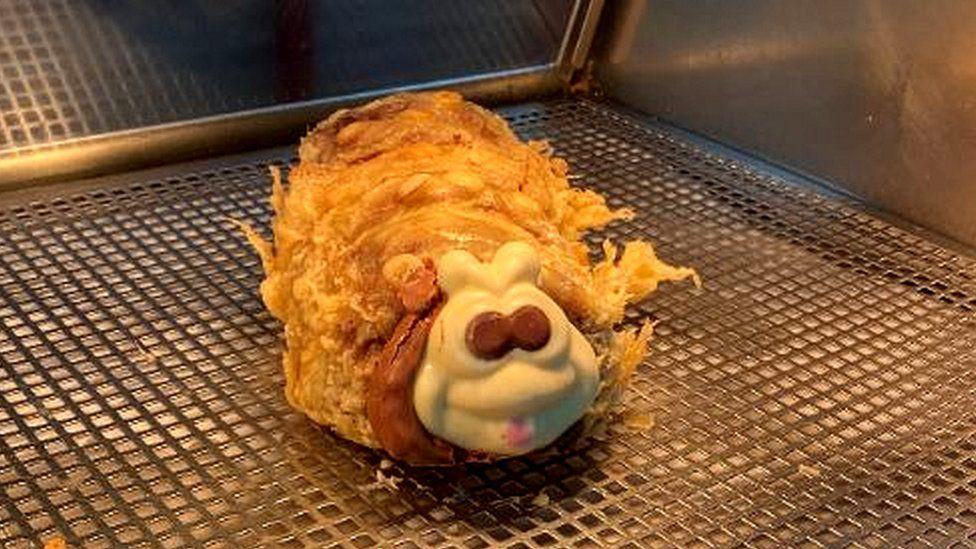 食物地獄:蘇格蘭炸物舖 連成條「爬蟲形狀蛋糕」就咁炸