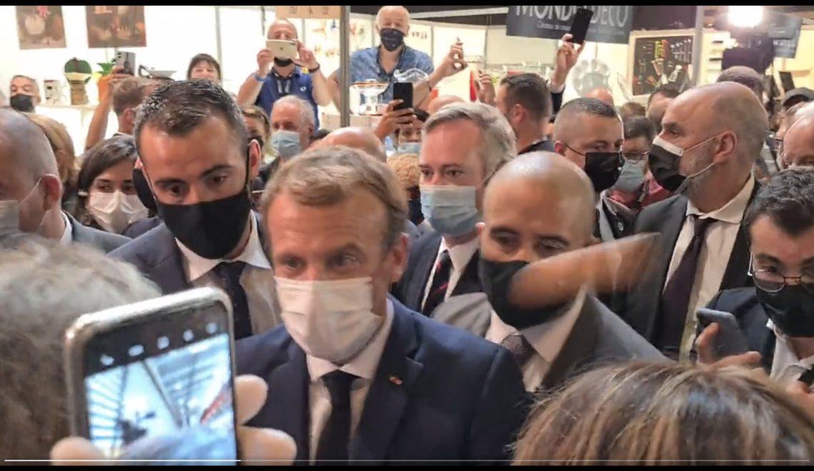 法國總統再俾人掟雞蛋